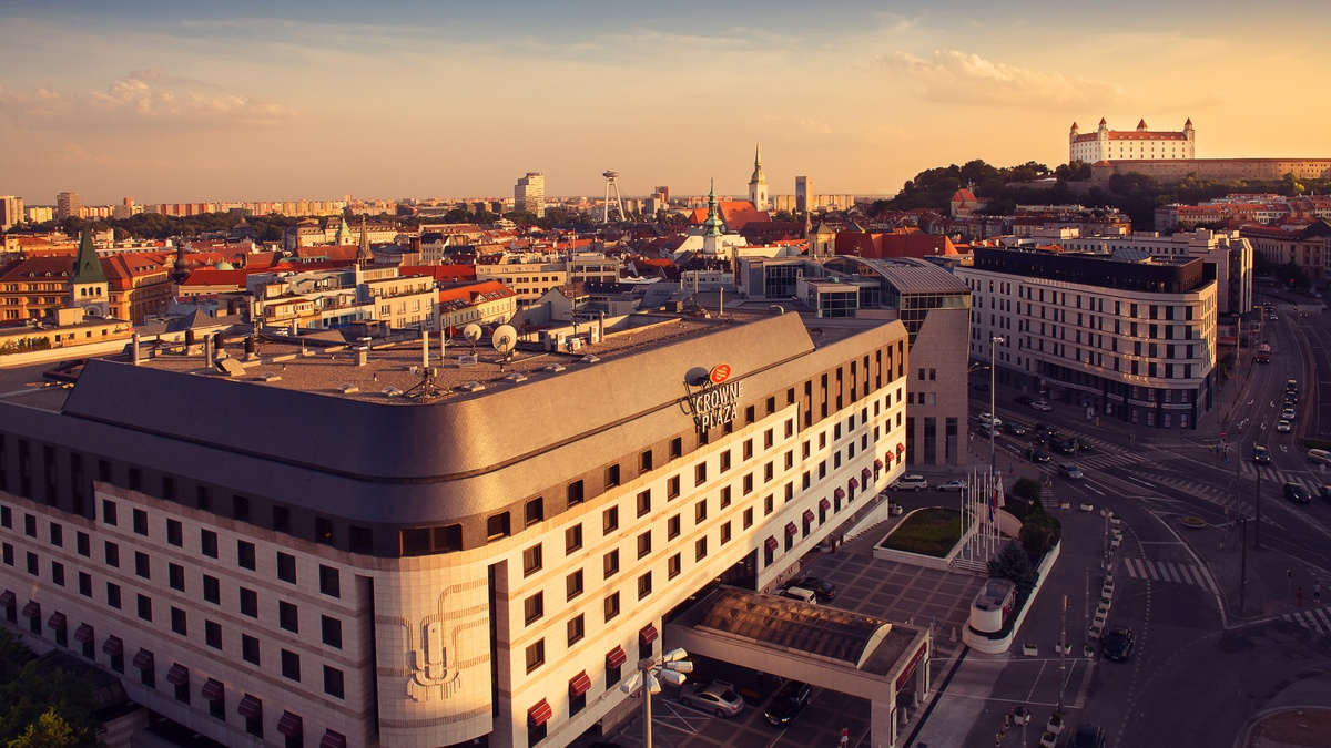 Letecký pohľad na Crowne Plaza Bratislava